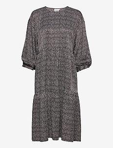 IlaGZ dress MS21 - hverdagskjoler - moonbeam square dot