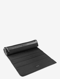 ghdCurve® Roll Bag & Heat Resistant Mat - NO COLOUR