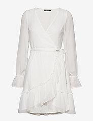 Gina Tricot - Julianna wrap dress - kietaisumekot - offwhite - 0