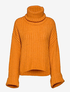 Angela knitted sweater - YARN