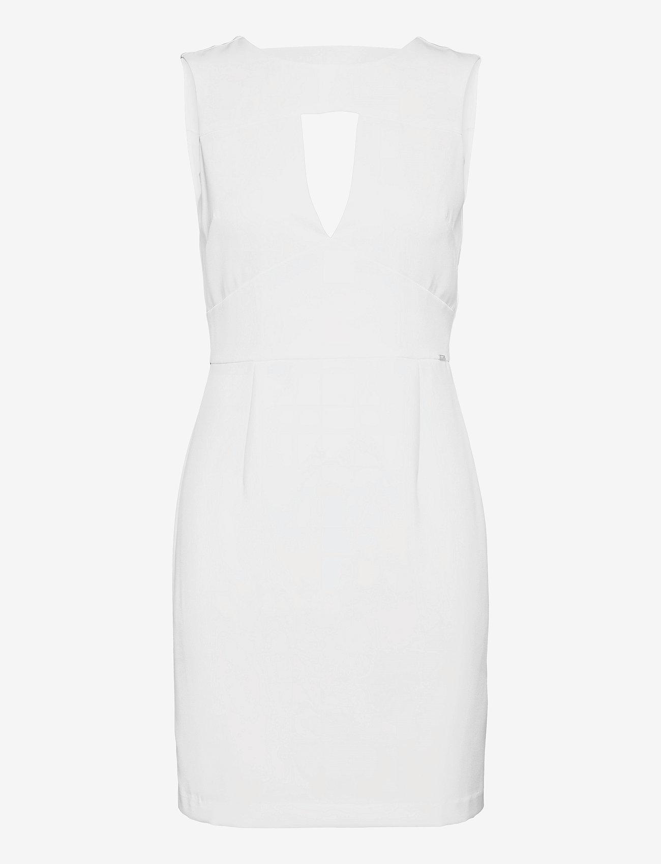 GUESS Jeans - PATTI DRESS - sommarklänningar - true white a000 - 0
