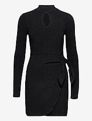 GUESS Jeans - NURSELI DRESS - robes de jour - jet black a996 - 0