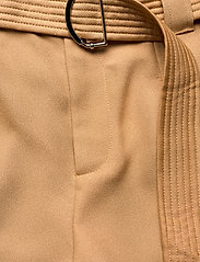 GUESS Jeans - PRESLEY TROUSERS - casual byxor - light caramel - 6