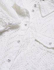 GUESS Jeans - SS PHOEBE SHIRT - kortärmade skjortor - true white a000 - 2