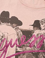 GUESS Jeans - SS CN PAULA TEE - strikkede toppe - acid blush dreams - 2