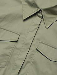 GUESS Jeans - REYNA DRESS - sommarklänningar - army sage - 2