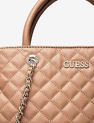 GUESS - ILLY SOCIETY SATCHEL - handväskor - beige - 3