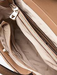 GUESS - ILLY SOCIETY SATCHEL - handväskor - beige - 4