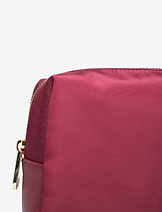 GUESS - DID I SAY 90S? LARGE TOP ZIP - toilettassen - burgundy - 3