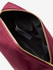 GUESS - DID I SAY 90S? LARGE TOP ZIP - toilettassen - burgundy - 4