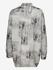 HAN Kjøbenhavn - Boyfriend Shirt - långärmade skjortor - bleach diamond - 1