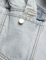 HAN Kjøbenhavn - Boyfriend Shirt - overshirts - light stone wash - 3