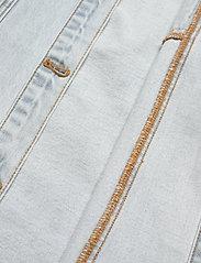 HAN Kjøbenhavn - Boyfriend Shirt - overshirts - light stone wash - 4