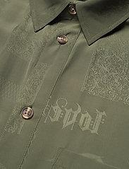 HAN Kjøbenhavn - Drop Shirt - kortärmade skjortor - green tribal - 2