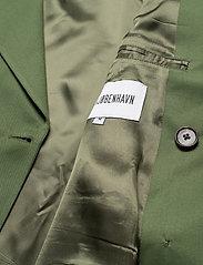 HAN Kjøbenhavn - Boxy Blazer - kostuums met dubbele knopen - dark green - 4