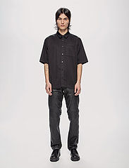 HAN Kjøbenhavn - Boxy Shirt SS - oxford overhemden - black - 0