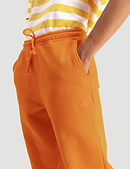 Hanger by Holzweiler - Hanger Trousers - neue mode - orange 1350 - 0