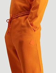 Hanger by Holzweiler - Hanger Trousers - neue mode - orange 1350 - 3