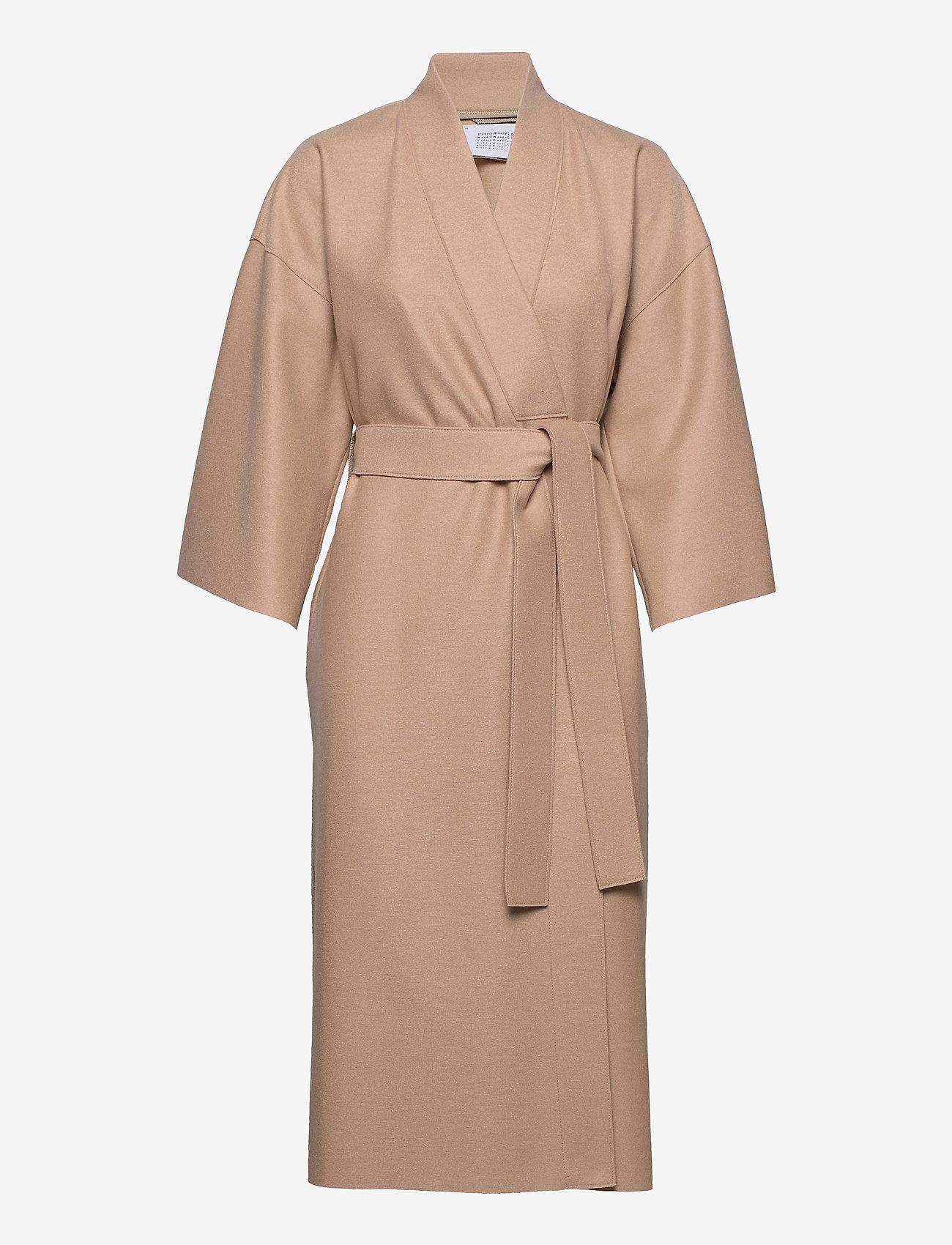 Harris Wharf London - Women Kimono Coat With Vents Light Pressed Wool - wollmäntel - sand - 0