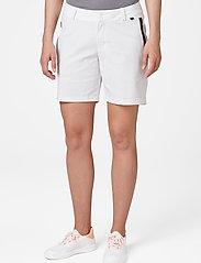 Helly Hansen - W HP CODE ZERO SHORTS - wandel korte broek - white - 0