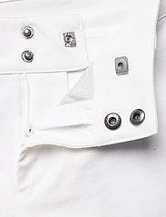 Helly Hansen - W HP CODE ZERO SHORTS - wandel korte broek - white - 5