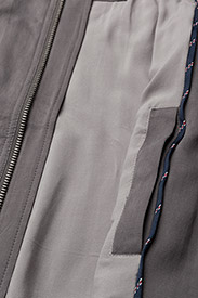 Tommy Jeans - THDM VARSITY BOMBER 43 - bomber jackets - smoked pearl / multi - 4