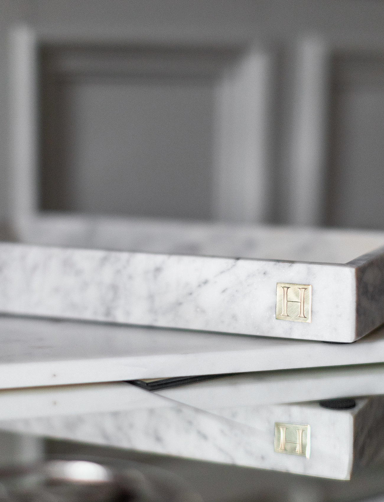 Hilke Collection - Marbletray with logo - dekorative fat - marble/brass - 1