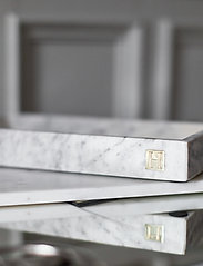 Hilke Collection - Marbletray with logo - dekorative fat - marble/brass - 4