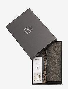 Gift Box Victor throw - KOHL