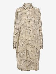 HOLZWEILER - Fram Print Dress - shirt dresses - tree fossil brown - 0