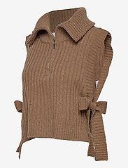 HOLZWEILER - Hafjell Knit Bib - knitted vests - camel - 2