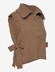 HOLZWEILER - Hafjell Knit Bib - knitted vests - camel - 3