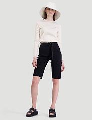 HOLZWEILER - Oter Shorts - shorts casual - black - 0