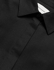 HOLZWEILER - Svale Shirt - short-sleeved shirts - black - 2