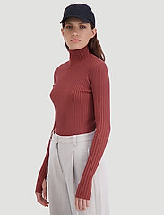 HOLZWEILER - Ebo Knit - turtlenecks - terracotta - 3