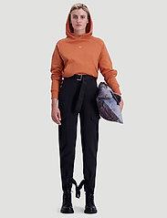 HOLZWEILER - Hang On Hoodie 20-04 - hoodies - orange - 3