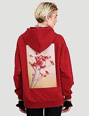HOLZWEILER - Placebo Print Hoodie - sweatshirts & hættetrøjer - burgundy flower print - 3