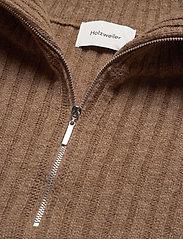 HOLZWEILER - Hafjell Knit Bib - knitted vests - camel - 4