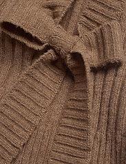 HOLZWEILER - Hafjell Knit Bib - knitted vests - camel - 5