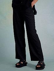 HOLZWEILER - Luka Trouser - bukser med brede ben - black text - 3
