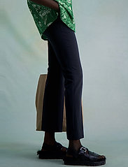 HOLZWEILER - Jasabi Trouser - slim fit bukser - black - 3