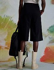 HOLZWEILER - Angela Shorts 1 - bermudas - black - 0
