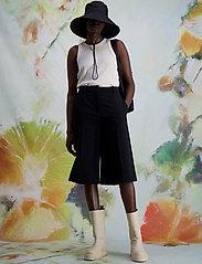HOLZWEILER - Angela Shorts 1 - bermudas - black - 3