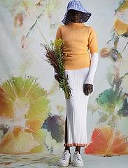 HOLZWEILER - Puff Knit Tee - strikkede toppe - peach orange - 3