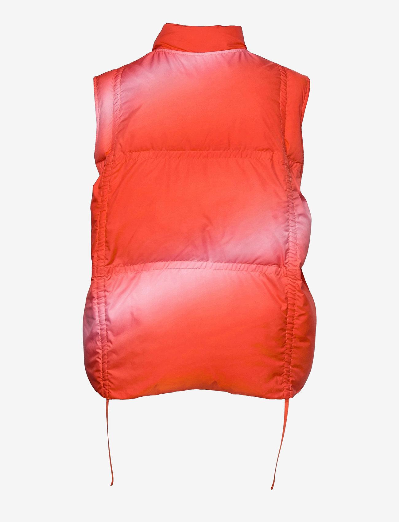 Hosbjerg - CATH DONNA TAMARA VEST - puffer vests - red fade - 1