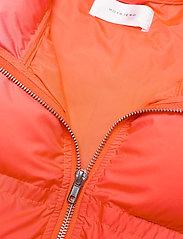 Hosbjerg - CATH DONNA TAMARA VEST - puffer vests - red fade - 3