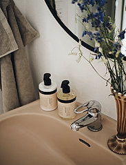 Humdakin - 01 hand soap - chamomile and sea bu - handtvål - clear - 2