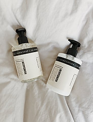Humdakin - 01 hand lotion - chamomile and sea - handkräm & fotkräm - clear - 2