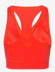 Hummel - SUE SEAMLESS SPORTS TOP - sport bras: low - fiery coral - 1