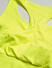 Hummel - SUE SEAMLESS SPORTS TOP - sort bras:high - safety yellow - 2